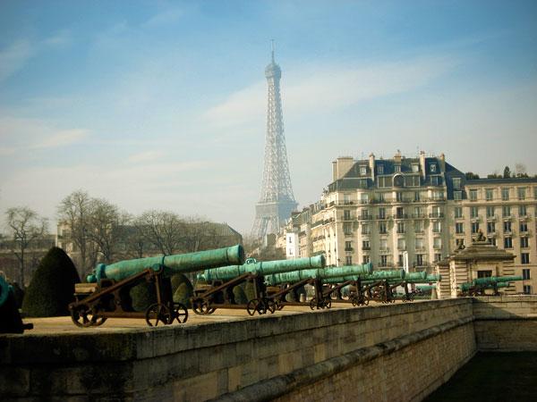 Torre Eiffel vista de Invalides, na Rue de Grenelle - Paris - Fui e Vou Voltar - Alessandro Paiva