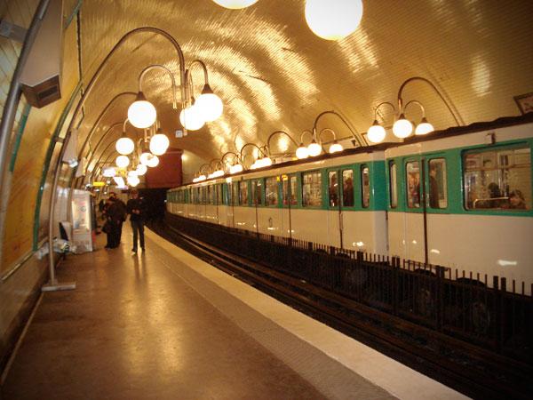 Estação de metrô Cité - Paris - Fui e Vou Voltar - Alessandro Paiva