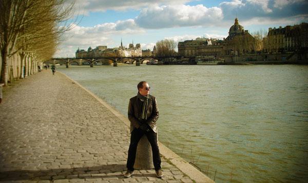 Quai des Tuileries com Île de la Cité ao fundo - paramos para um pouco de sol - Paris - Fui e Vou Voltar - Alessandro Paiva