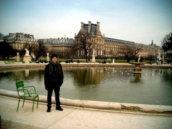 Fonte do Jardin des Tuileries e o Museu do Louvre ao fundo - Paris - Fui e Vou Voltar - Alessandro Paiva
