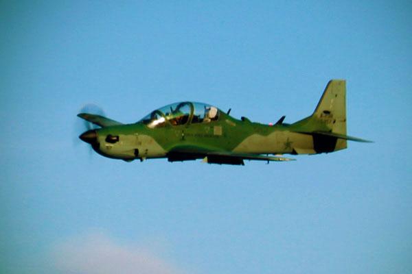 Avião da base aérea de Natal - Fui e Vou Voltar - Alessandro Paiva