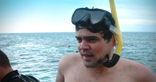 Élcio, após mergulhar de snorkel nos parrachos de Maracajaú - Fui e Vou Voltar - Alessandro Paiva