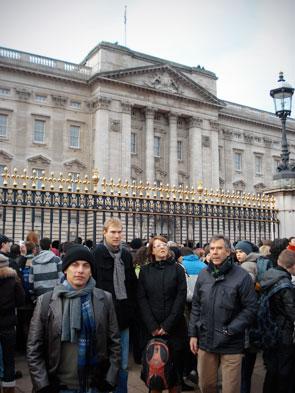 Palácio de Buckingham, no momento da troca da Guarda Real - London - Fui e Vou Voltar - Alessandro Paiva