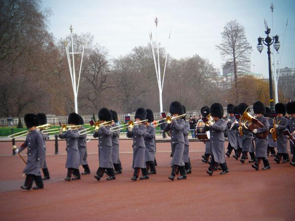 Momento da troca da Guarda Real, no Palácio de Buckingham - London - Fui e Vou Voltar - Alessandro Paiva
