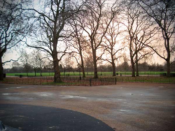 Hyde Park, de frente ao ponto de ônibus - London - Fui e Vou Voltar - Alessandro Paiva