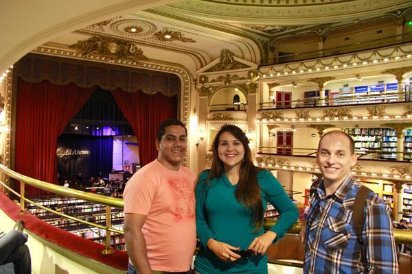 Lenir, Clarice e eu, na livraria El Ateneo Grand Splendid - Buenos Aires - Fui e Vou Voltar - Alessandro Paiva