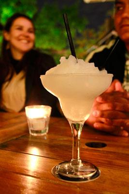 O último drink da viagem, na Plaza Serrano - Buenos Aires - Fui e Vou Voltar - Alessandro Paiva