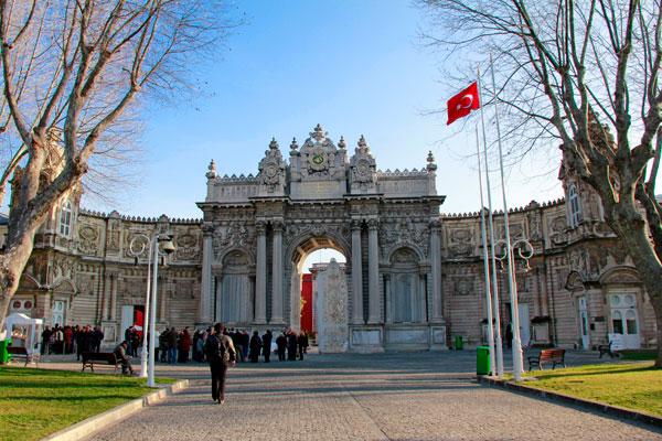 Entrada principal do Palácio Dolmabahçe - Istanbul - Fui e Vou Voltar - Alessandro Paiva