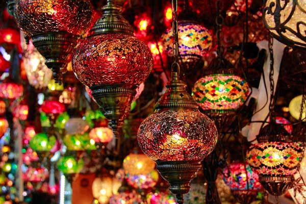 Luminárias vendidas no Grande Bazar - Istanbul - Fui e Vou Voltar - Alessandro Paiva