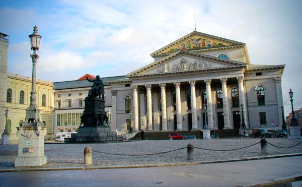 Teatro Nacional - München - Fui e Vou Voltar - Alessandro Paiva