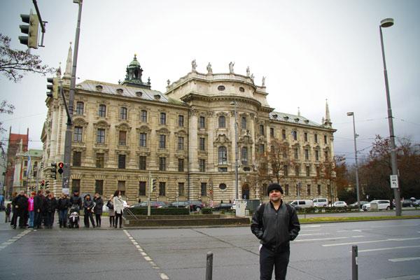 Justizpalast (Palácio da Justiça), de frente à Karlsplatz - München - Fui e Vou Voltar - Alessandro Paiva