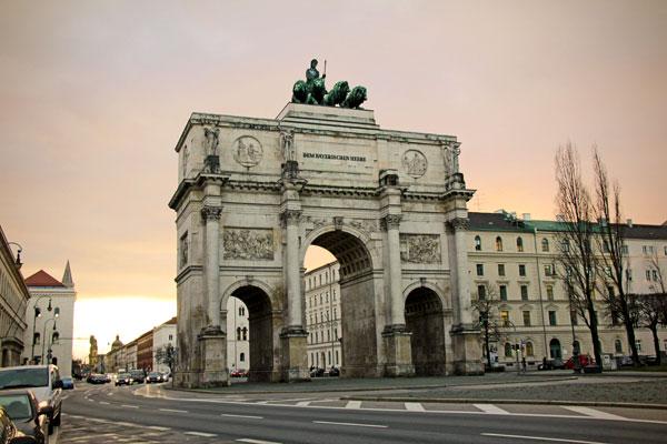 Siegestor (Portão da Vitória), o arco do triunfo na Leopoldstrasse - München - Fui e Vou Voltar - Alessandro Paiva