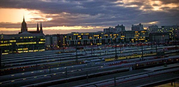 Estação Hauptbahnhof vista da janela do Hotel - München - Fui e Vou Voltar - Alessandro Paiva