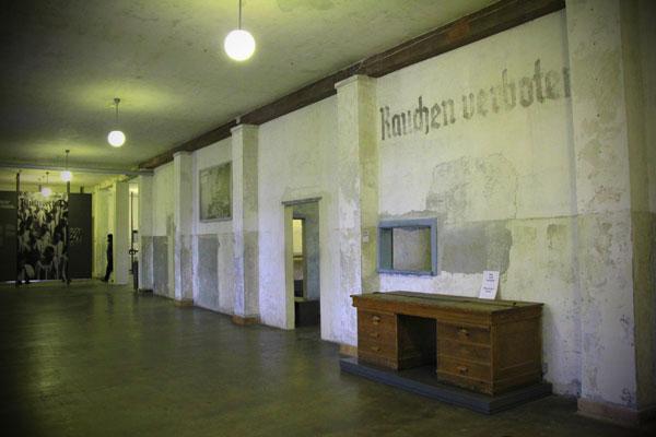 Museu de exibição permanente de Dachau (antigo edifício de manutenção) - München - Fui e Vou Voltar - Alessandro Paiva
