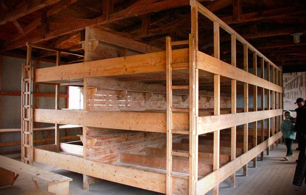 Dormitório de um dos alojamentos do campo de concentração - München - Fui e Vou Voltar - Alessandro Paiva
