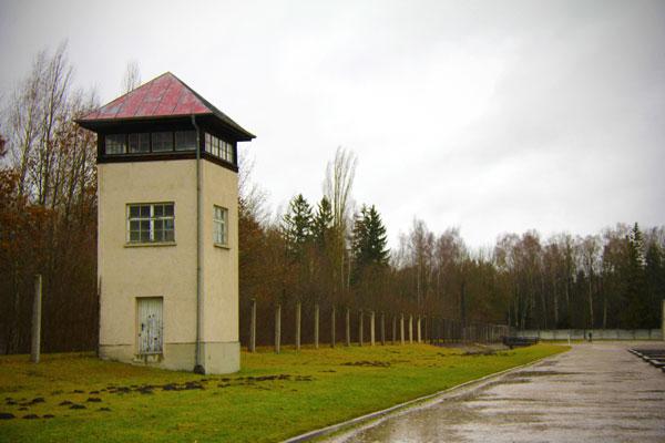 Torre de onde os oficiais da Schutzstaffel (SS) vigiavam os prisioneiros - München - Fui e Vou Voltar - Alessandro Paiva