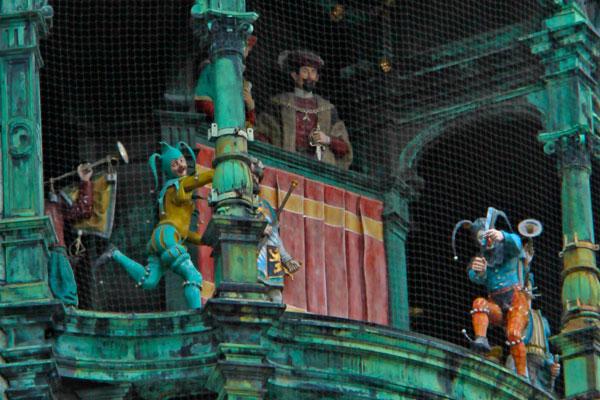 Personagens do Rathaus-Glockenspiel - München - Fui e Vou Voltar - Alessandro Paiva