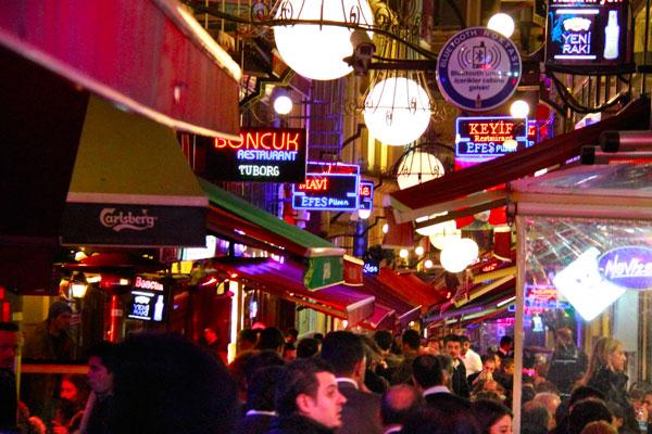 Nevizade Sokak e seus bares - Istanbul - Fui e Vou Voltar - Alessandro Paiva