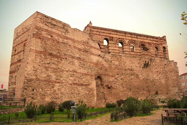 Ruínas do Palácio de Constantino Porfirogeneta - Istanbul - Fui e Vou Voltar - Alessandro Paiva