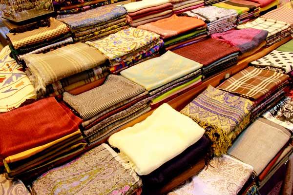 Pashminas, no Bazar Egípcio - Istanbul - Fui e Vou Voltar - Alessandro Paiva