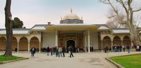 Porta da Felicidade, no terceiro pátio do Topkapı - Istanbul - Fui e Vou Voltar - Alessandro Paiva