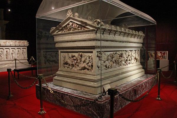 Sarcófago de Alexandre, no Museu de Antiguidades Orientais - Istanbul - Fui e Vou Voltar - Alessandro Paiva