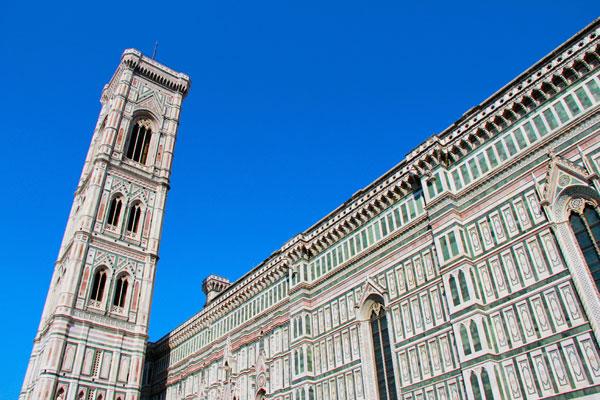Vista lateral do Campanário de Giotto e da Catedral de Santa Maria del Fiore - Firenze - Fui e Vou Voltar - Alessandro Paiva