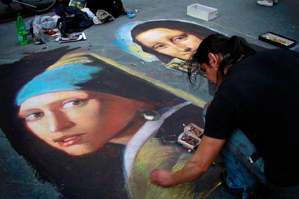 """Artista de rua ilustra """"A moça com Brinco de Pérolas"""" e """"Mona Lisa"""", na Via Caliamala - Firenze - Fui e Vou Voltar - Alessandro Paiva"""