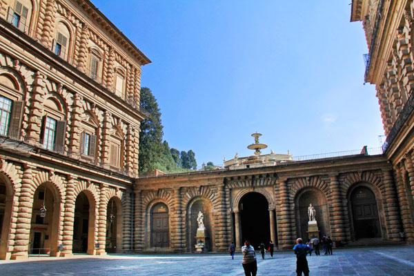 Cortile (pátio) do Palazzo Pitti - Firenze - Fui e Vou Voltar - Alessandro Paiva