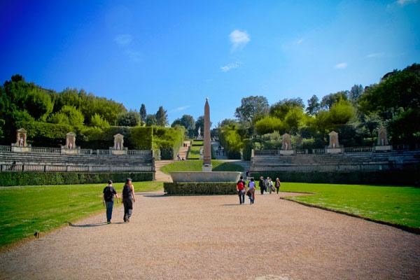 Jardins de Boboli. Ao centro estão o obelisco e a banheira de granito - Firenze - Fui e Vou Voltar - Alessandro Paiva