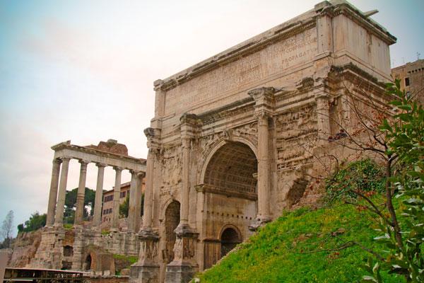 Fórum Romano, com destaque para o Arco de Sétimo Severo - Roma - Fui e Vou Voltar - Alessandro Paiva