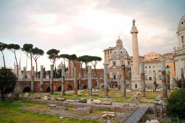 Fórum de Trajano, com destaque para a Coluna de Trajano - Roma - Fui e Vou Voltar - Alessandro Paiva