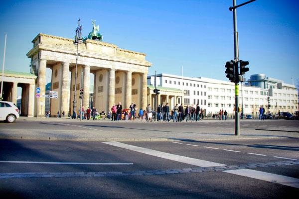 Portão de Brademburgo e marca do Muro de Berlim - Berlin - Fui e Vou Voltar - Alessandro Paiva