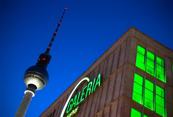 Fernsehturm e o prédio da Galeria Kaufhof - Berlin - Fui e Vou Voltar - Alessandro Paiva