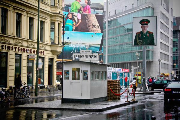 Checkpoint Charlie - Berlin - Fui e Vou Voltar - Alessandro Paiva