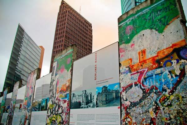 Memorial do Muro de Berlim em Potsdamer Platz - Berlin - Fui e Vou Voltar - Alessandro paiva