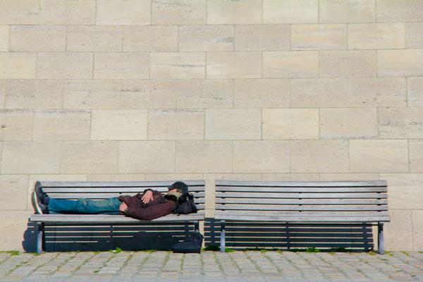 Homem dorme Spree - Berlin - Fui e Vou Voltar - Alessandro Paiva