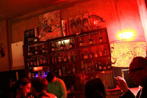 Bar na Oranienburger Strasse - Berlin - Fui e Vou Voltar - Alessandro Paiva
