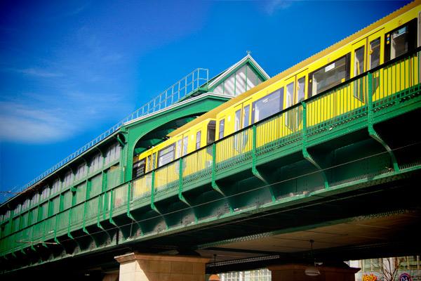 Metrô pela Schönhauser Allee - Berlin - Fui e Vou Voltar - Alessandro Paiva