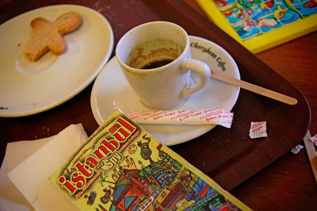 afé espresso com biscoito de gengibre na Cherry Beans Coffees