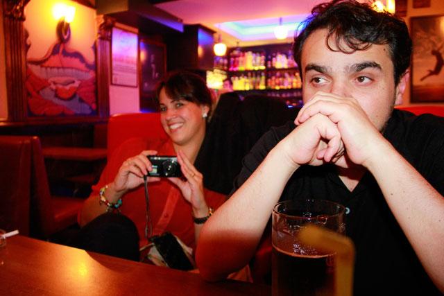 Ana e Élcio, no Mavi, bar na Nevizade Sokak