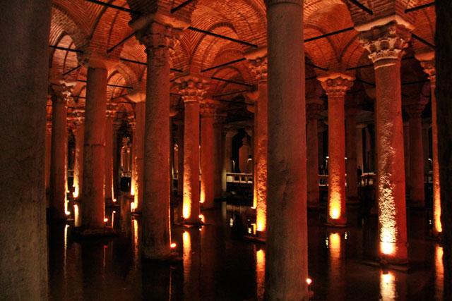 Cisterna de Yerebatan, também conhecida como Cisterna da Basílica