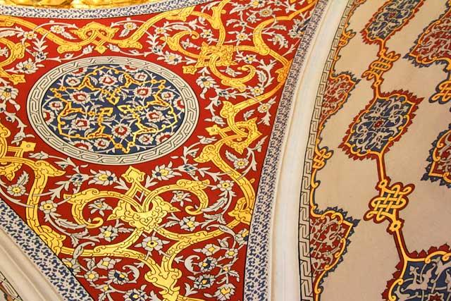 Arte otomana no teto da Sala da Câmara do Conselho Imperial, no Topkapi