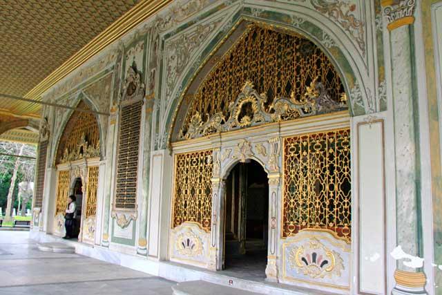 Entrada da Sala da Câmara do Conselho Imperial, no Topkapı