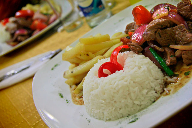 Almoço em restaurante típico peruano