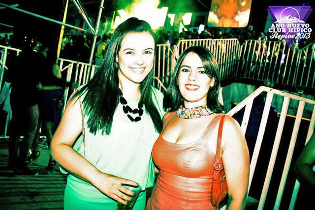 Ju e Lydi, na festa Año Nuevo Club Hipico Revive 2013 (foto em www.facebook.com/ComunidadRevive)