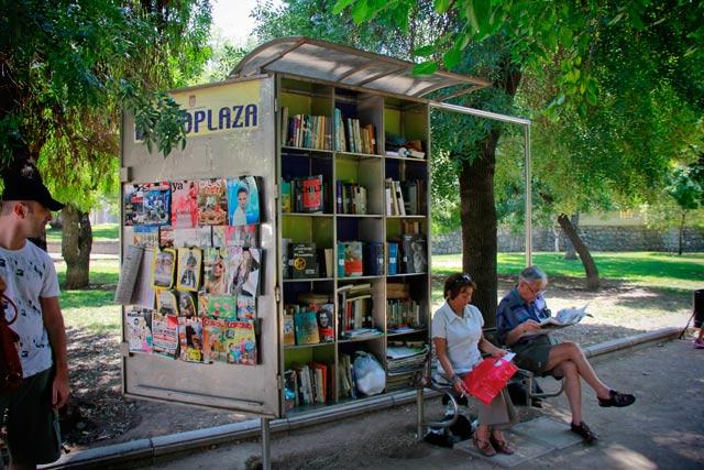 Locadora de livros e revistas, no Parque Forestal