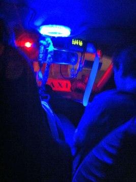 Taxi azul, indo para o Club Hipico