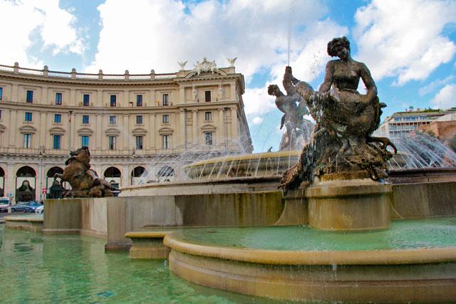 La Fontana delle Naiadi, do artista Mario Rutelli, na Piazza della Repubblica