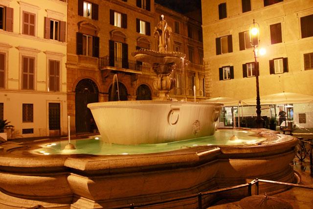 Uma das duas fontes que pertenciam às Termas de Caracalla, na Piazza Farnese